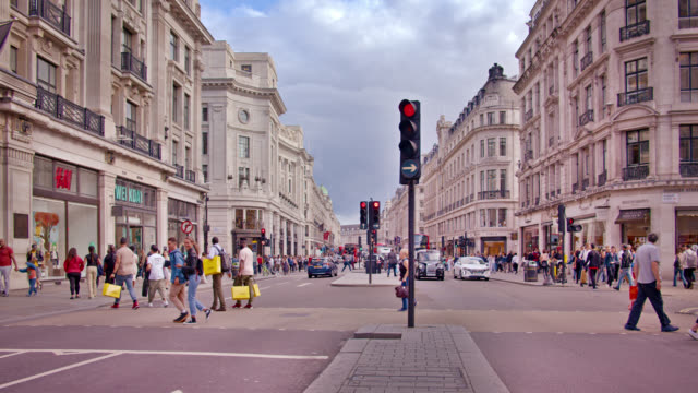 stockvideo's en b-roll-footage met regent street. shopping mall. big square with people. - winkelbord