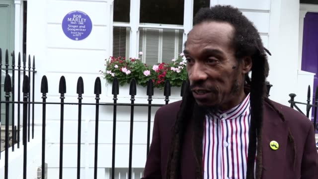vídeos y material grabado en eventos de stock de reggae superstar bob marley has been honoured with an english heritage blue plaque, which marks the west london address where he and his band the... - directorio