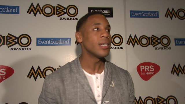 vidéos et rushes de reggie yates on being impartial as the host, on how this award show will differ from last year, whether he's secretly rooting for anyone, on how the... - reggie yates
