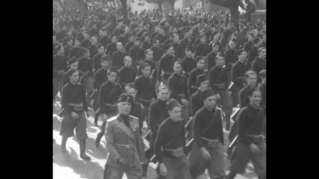 stockvideo's en b-roll-footage met regiments of soldiers march by / uniformed young fascists march by / artillery soldiers march by / onlookers / military band plays as soldiers march... - 1930