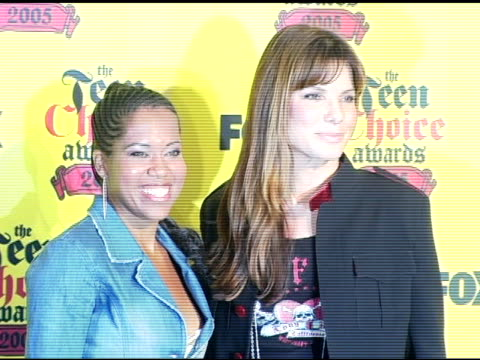regina king and sandra bullock at the 2005 teen choice awards press room at the universal amphitheatre in universal city california on august 15 2005 - regina king stock videos and b-roll footage