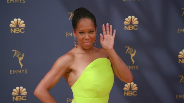 vídeos de stock, filmes e b-roll de regina king at the 70th emmy awards arrivals at microsoft theater on september 17 2018 in los angeles california - 70th annual primetime emmy awards