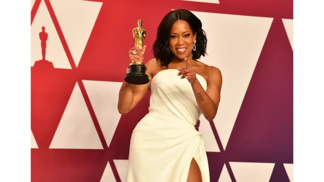 "vídeos de stock, filmes e b-roll de regina king winner of best actress in a supporting role for ""if beale street could talk"" poses in the press room during at hollywood and highland on... - if beale street could talk"