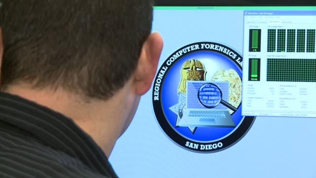 vídeos y material grabado en eventos de stock de regional computer forensics lab in san diego ca on september 27 2013 in san diego california - ciencia forense