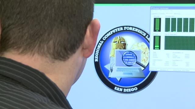 vídeos y material grabado en eventos de stock de kswb regional computer forensics laboratory in san diego - ciencia forense