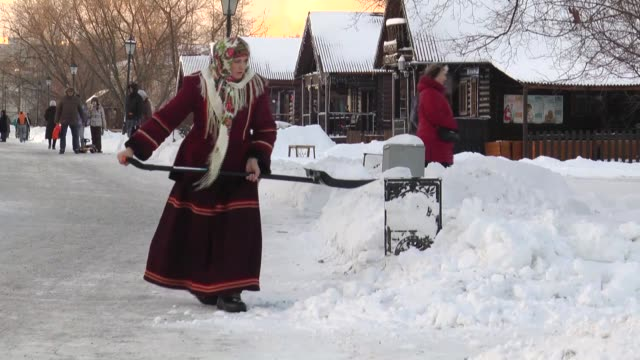 a regular winter day after the snow is seen on the footage in moscow russia on december 27 2014 some people clean the snow piles around their homes... - gefrorenes wasser stock-videos und b-roll-filmmaterial