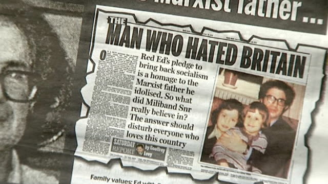 vídeos de stock, filmes e b-roll de newspapers threaten legal action; 1.10.2013 / t01101307 close shot of daily mail newspaper article about ed miliband's father ralph miliband with... - publicação