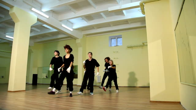 rehearsal of hip hop dancers - modern dancing stock videos & royalty-free footage