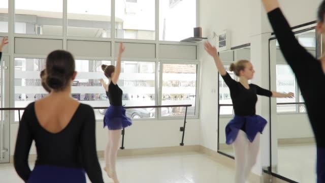 probenzeit - ballettstudio stock-videos und b-roll-filmmaterial