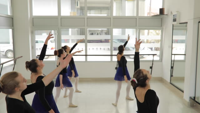 rehearsal time - ballet studio stock videos & royalty-free footage