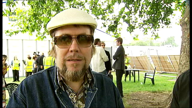 rehearsals and interviews for nelson mandela's 90th birthday concert jerry dammers interview sot on not thinking about size of audience / i've only... - akkord stock-videos und b-roll-filmmaterial