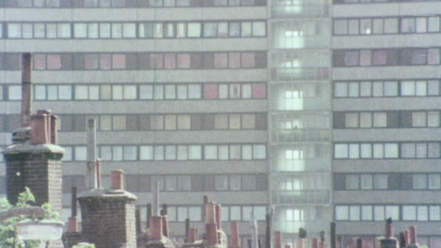 vidéos et rushes de 1976 montage rehousing from a horizontal terrace tenement to a vertical modern high-rise apartment / united kingdom - 1976