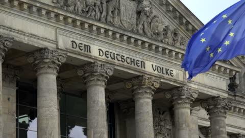 reichstag building, berlin, germany - fronton bildbanksvideor och videomaterial från bakom kulisserna
