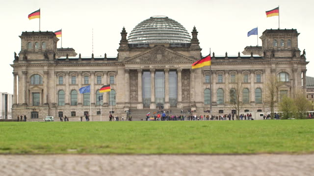 reichstag building berlin - the reichstag stock videos & royalty-free footage