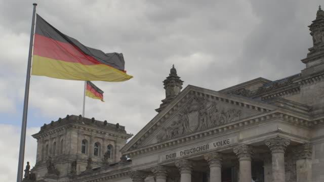 reichstag building berlin - ペディメント点の映像素材/bロール