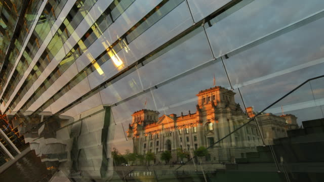 reichstag building in berlin with sunset reflection - the reichstag stock videos & royalty-free footage