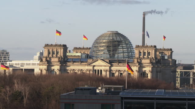 vídeos de stock e filmes b-roll de reichstag building in the distance with german and european union flags in berlin general views on february 07, 2019 in berlin, germany. - vista geral