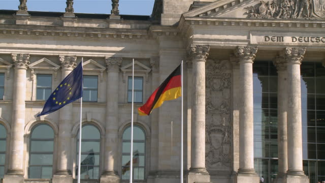 ms reichstag front fassade with german and european flag / berlin, germany - komplett stock-videos und b-roll-filmmaterial