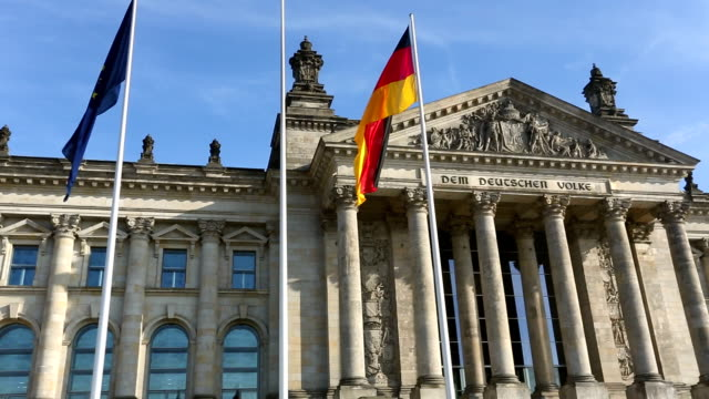 reichstag in berlin, camera pan - politics and government stock-videos und b-roll-filmmaterial