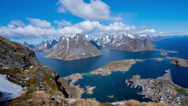 vídeos de stock, filmes e b-roll de reinebringen mountain / lofoten islands, norway - noruega