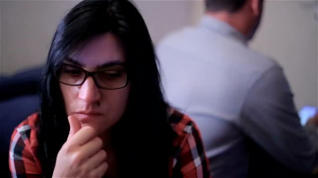 stockvideo's en b-roll-footage met relatie problemen in huwelijk, volwassen volwassen paar - communication problems