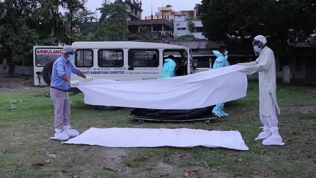 IND: COVID Cases Overwhelm Burials In India