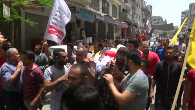 relatives mourn palestinian moein al-saai who died of wounds he sustained protesting at the israeli-gaza border, during his funeral in gaza city on... - 2018 gaza border protests stock videos & royalty-free footage
