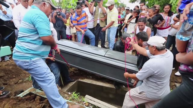 relatives of karla estrada who was killed and beheaded presumably by her fugitive husband, laid her body to rest thursday in managua - managua stock videos & royalty-free footage