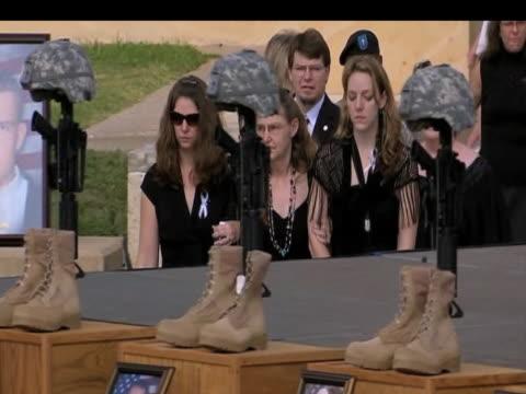 relatives of solders killed at fort hood arrive for memorial service texas 10 november 2009 nn - einige gegenstände mittelgroße ansammlung stock-videos und b-roll-filmmaterial