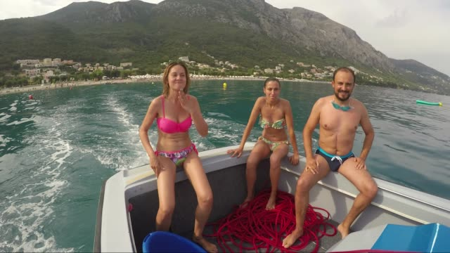 Entspannung auf dem Segelboot