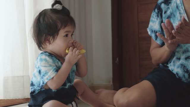 relaxed parenting, family playing toy together - 6 11 mesi video stock e b–roll