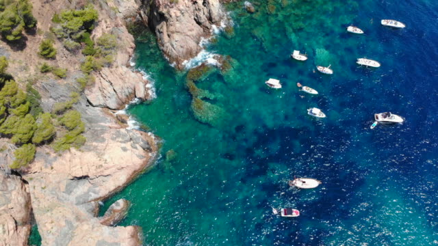 vidéos et rushes de relaxing aerial view of boats during summer in the costa brava beach. - pin