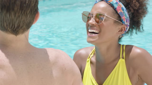 relaxing by the pool - piscina pubblica all'aperto video stock e b–roll