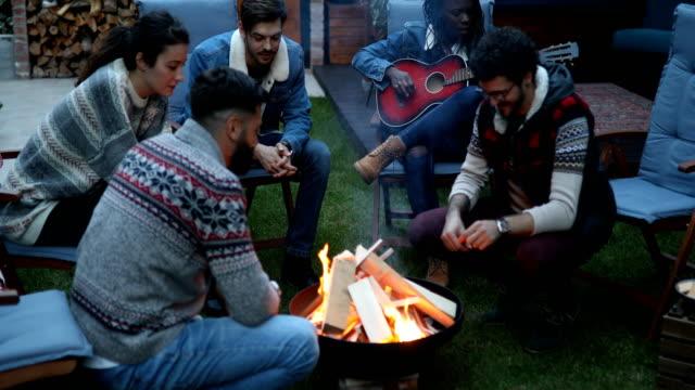 entspannten abend am kamin - wintermantel stock-videos und b-roll-filmmaterial
