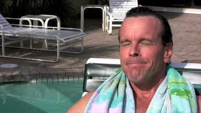 stockvideo's en b-roll-footage met relaxing man - alleen oudere mannen
