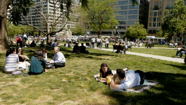 relaxing on a beautiful spring day at farragut square on april 20 2012 in washington dc - mittag stock-videos und b-roll-filmmaterial