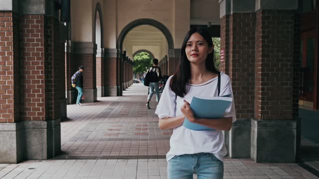 relaxing on the campus - rucksack stock videos & royalty-free footage
