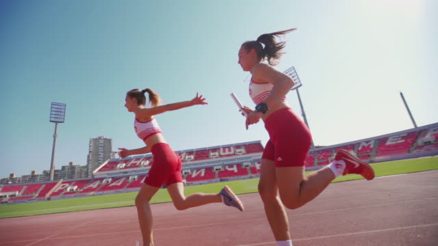 relay race - atletico video stock e b–roll