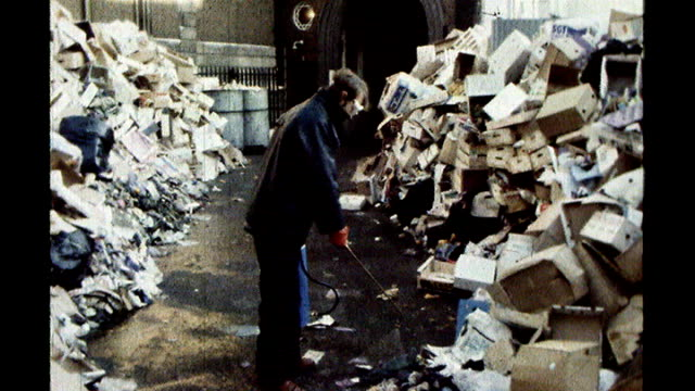 vídeos de stock e filmes b-roll de released secret papers reveal tensions in late 1970s labour government s30100607 day **music overlaid sot** empty cardboard boxes and general debris... - 1970 1979