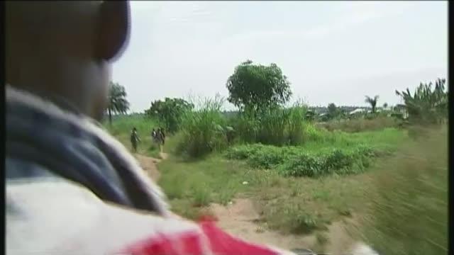 vídeos y material grabado en eventos de stock de relief effort under way to control ebola outbreak in drc t14111404 / men pointing in direction of dead body various tracking shots from motorbike... - ébola