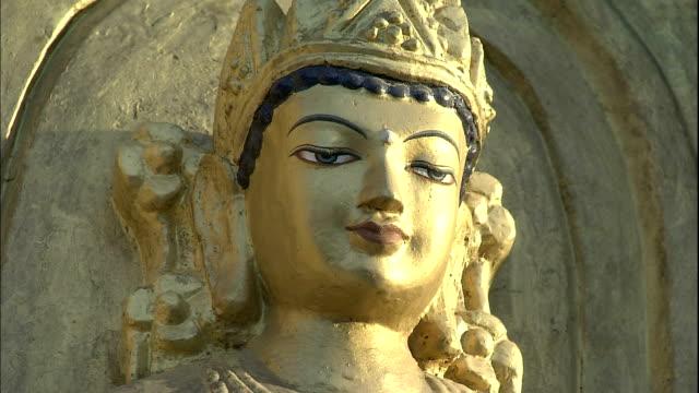 relief of gold coloured buddha, bihar, india - レリーフ点の映像素材/bロール