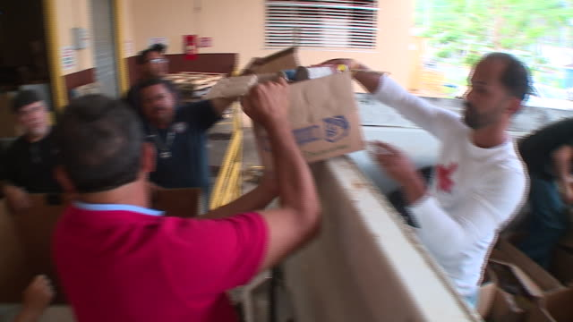 vidéos et rushes de wgn relief supplies arrive in puerto rico two months after hurricane maria on november 13 2017 - porto rico
