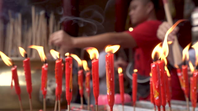 religion concept of burning incense in chinese buddhist temple - ブンセン灯点の映像素材/bロール