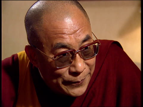dalai lama in london; cf tape no longer available for rushes see foot of file england, london, no 10 downing street john major pm with dalai lama and... - esilio video stock e b–roll