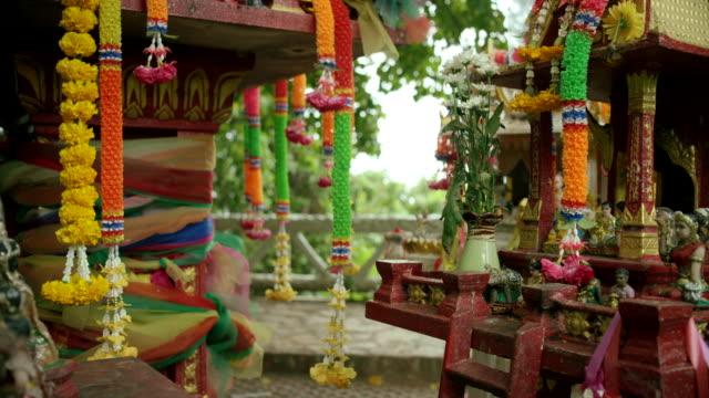 vidéos et rushes de religious alter in thailand - héritage