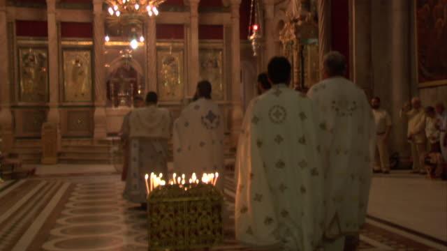 vidéos et rushes de religious ceremony - prêtre