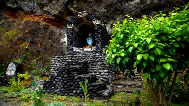 religious church statue vaitahu on tahuata island marquesas - französisch polynesien stock-videos und b-roll-filmmaterial