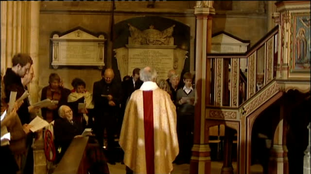 religious leaders christmas messages 2007 kent canterbury int archbishop of canterbury dr rowan williams in procession up to pulpit dr rowan williams... - カンタベリー大主教点の映像素材/bロール