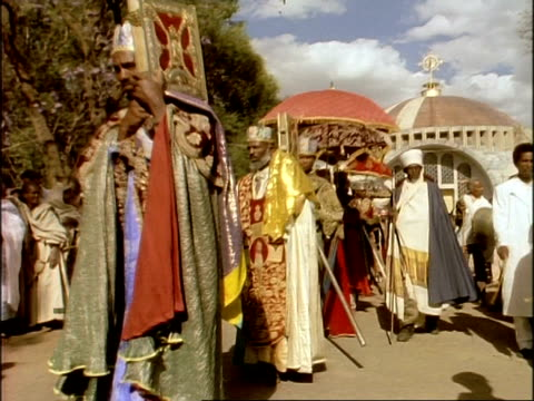 vidéos et rushes de ms religious procession during palm sunday service, ethiopia, africa - religion