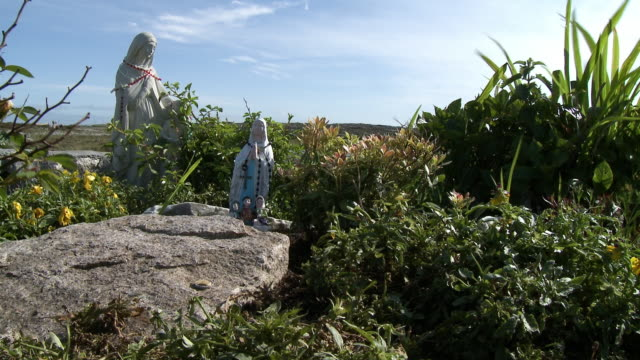 religious statues in garden - effigy stock videos & royalty-free footage